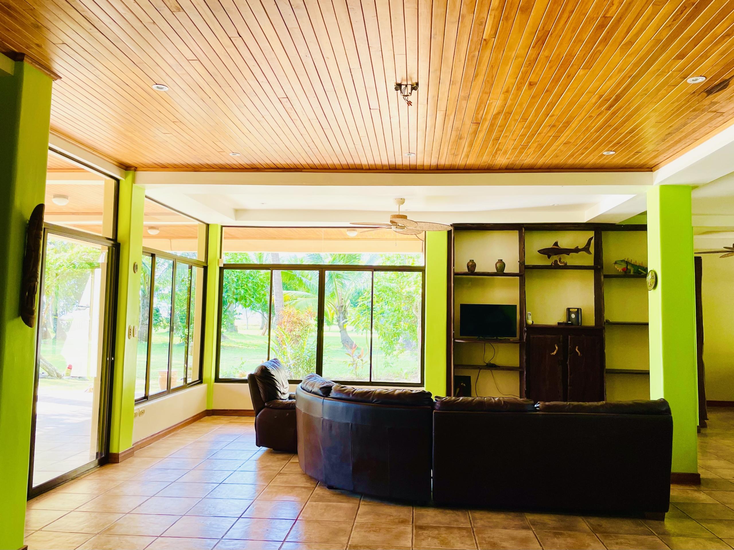 boca-barranca-costa-rica-villa-livingroom