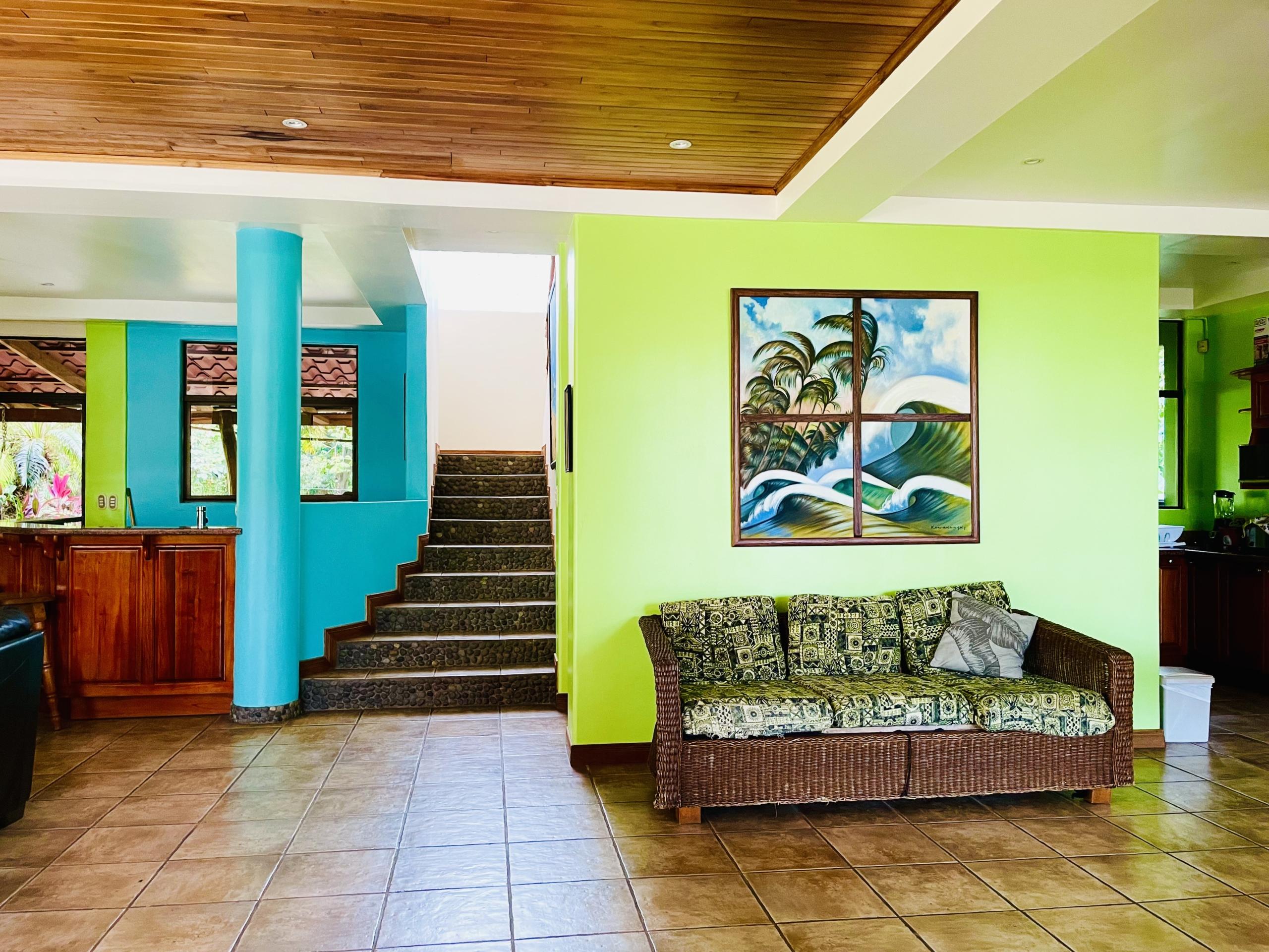 boca-barranca-costa-rica-villa-entry