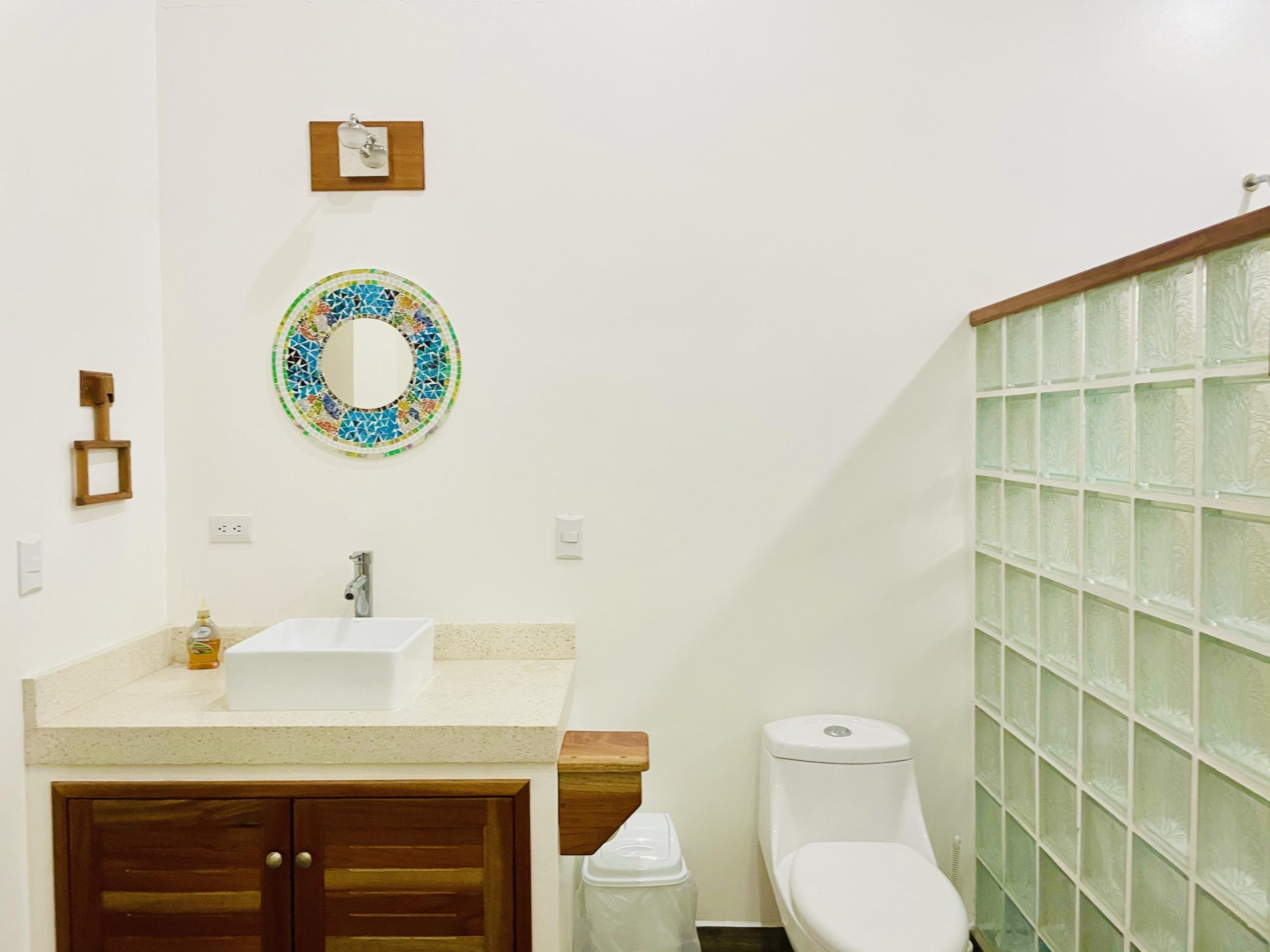 pelicano-dorado-bathroom1
