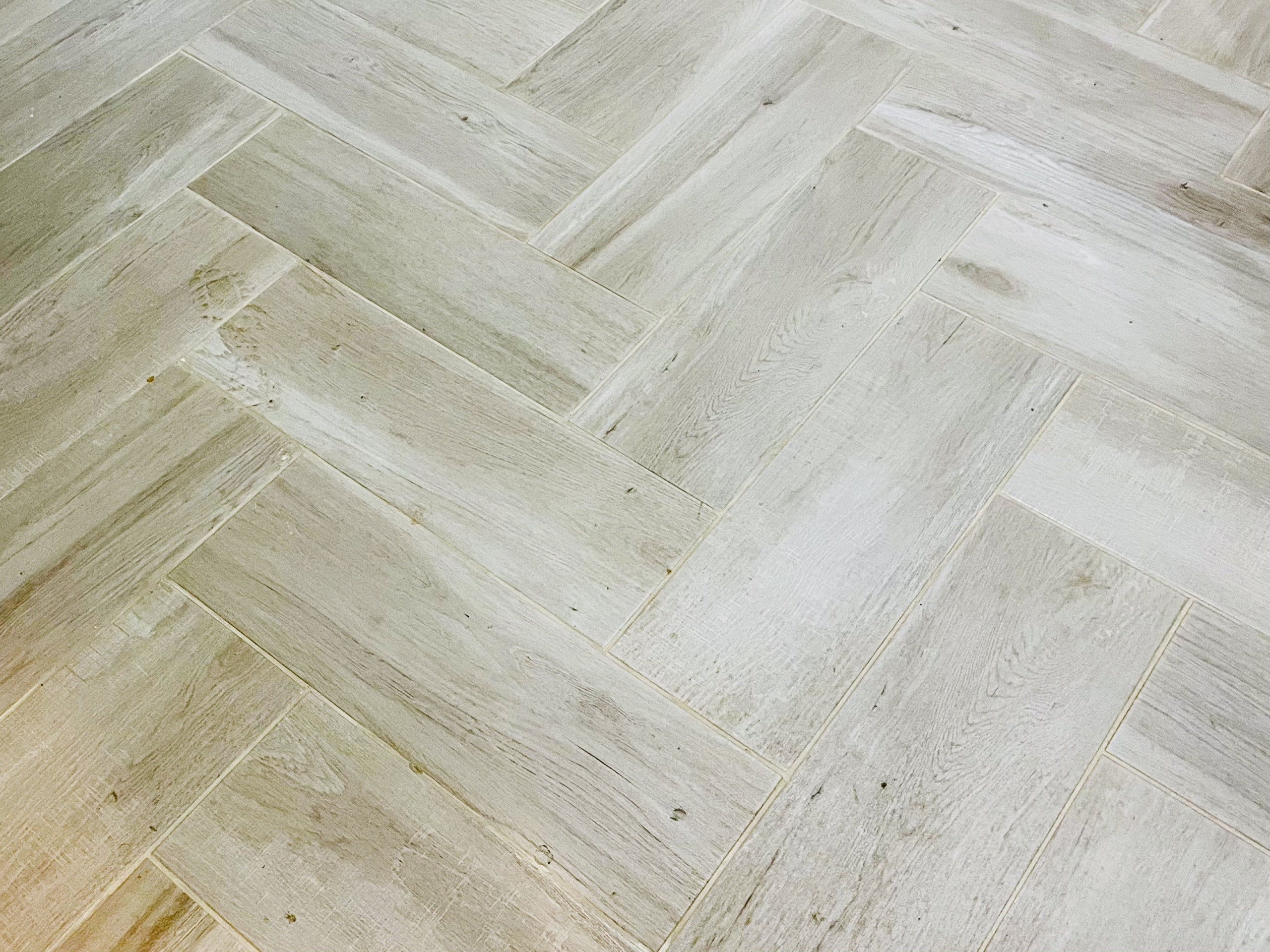 pelicano-dorado-herringbone-floor