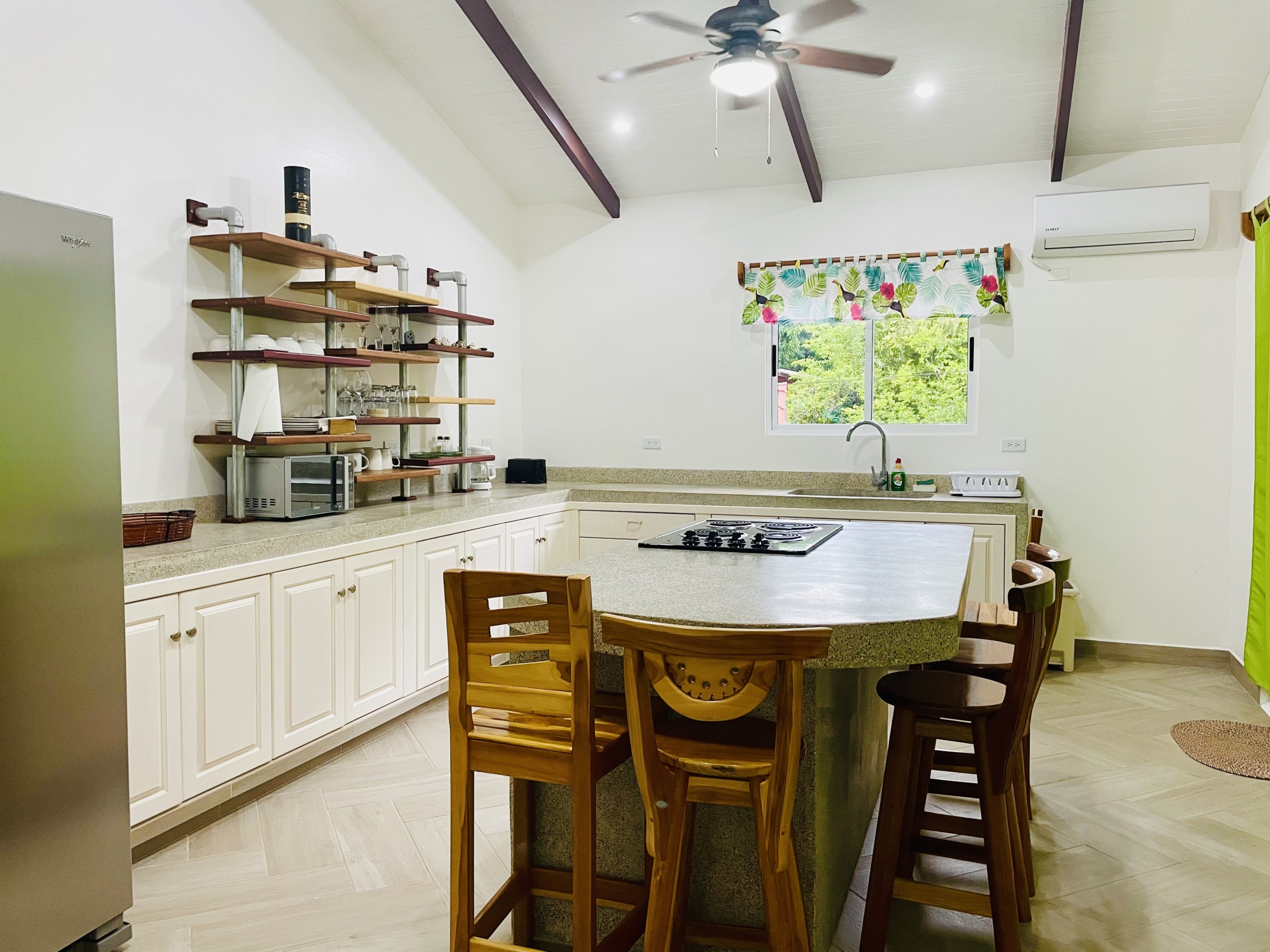 pelicano-dorado-kitchen