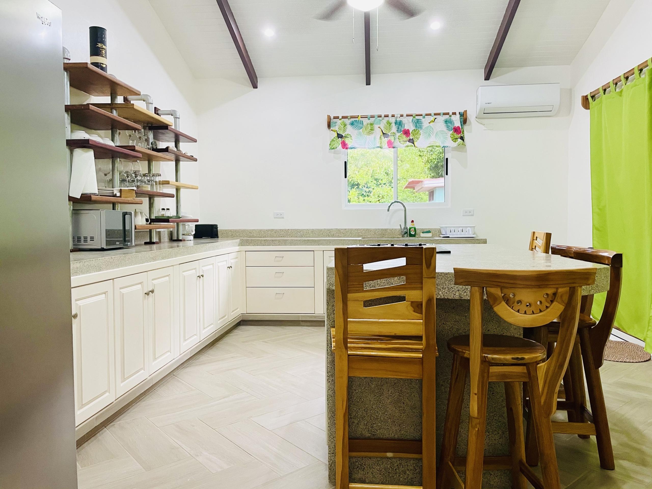 pelicano-dorado-kitchen-side